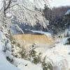 winterposter winterlandschap bevroren waterval