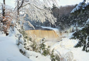 Winterlandschap bevroren waterval