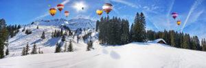 Winterlandschap bos met ballonnen