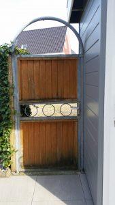 tuinfoto vóórdat de deurposter er op zat