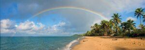 Strand met regenboog