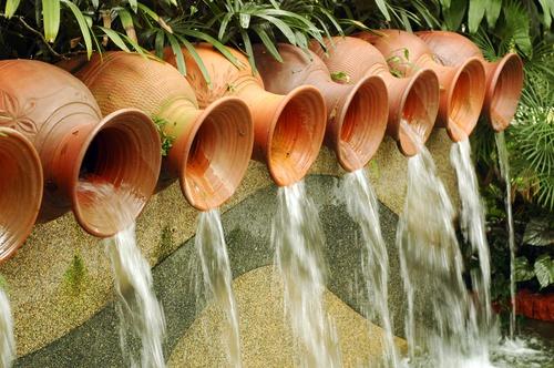tuinposter Kruiken met water