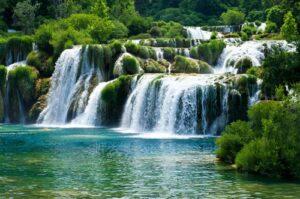 Waterval en meer