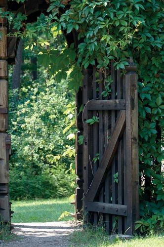 tuinposter met doorkijk Open houten poort