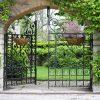 aanbieding tuinposter doorzicht ijzeren poort naar tuin