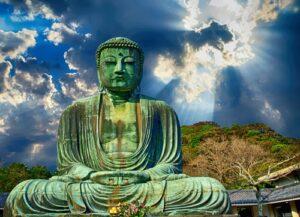 Groene boeddha blauwe lucht