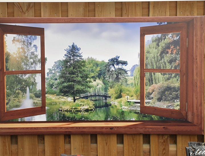 Tuinschilderij met doorkijk openslaand venster