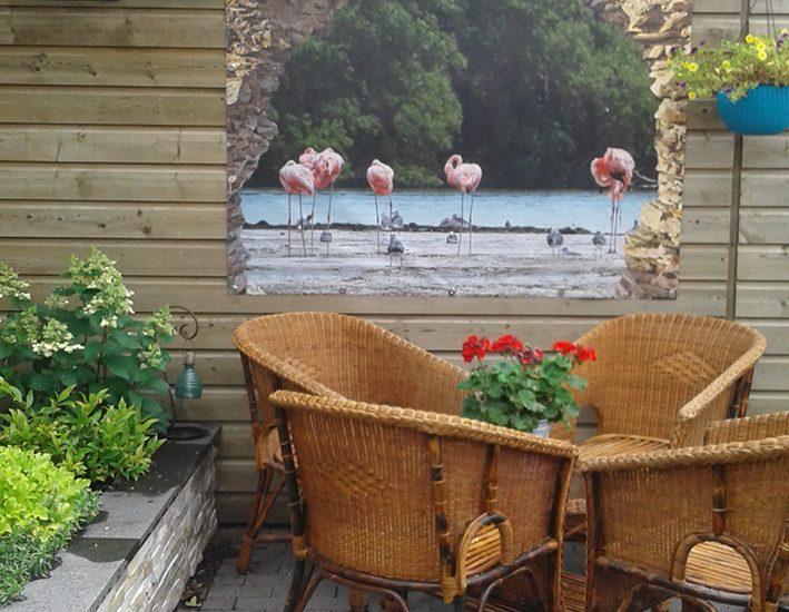 Flamingo poster in doorkijk