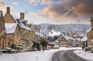 cotswold-village-of-broadway-in-snow-worcestershire-england-125677511.jpg