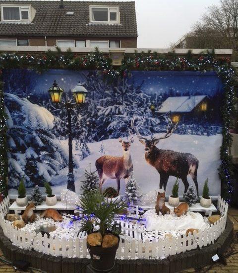 Wintertuin met herten in sneeuwlandschap