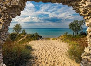 Gat in rots: Duinen en zee