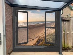 Tuinposter zwart venster duinen (eigen foto) h:250 cm br: 255 cm - tunnels aan zijkanten