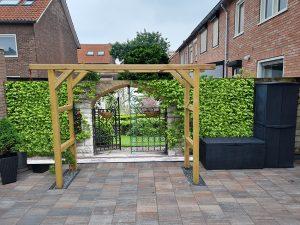 Tuinposter ijzeren poort 180x500 cm - tuinposter eigen foto in doorkijk 75x100 cm opgespannen - RVS bevestigings ringen en schroeven